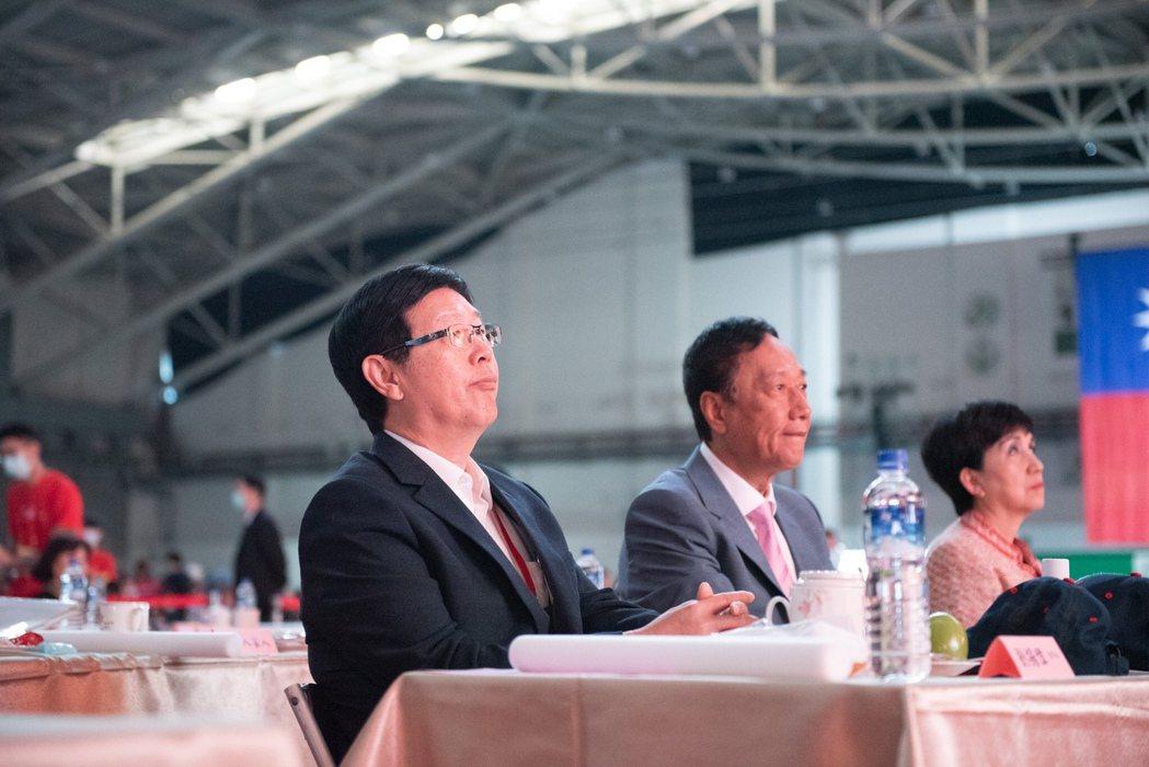 鴻海創辦人郭台銘與鴻海董事長劉揚偉。  圖/鴻海提供