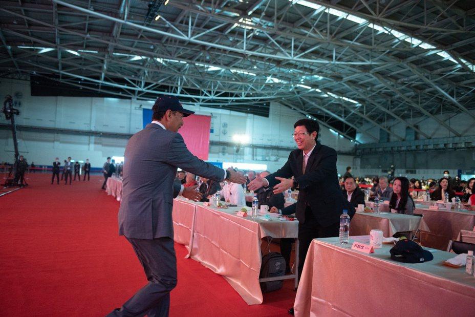 鴻海創辦人郭台銘以及鴻海董事長劉揚偉。 圖/鴻海提供