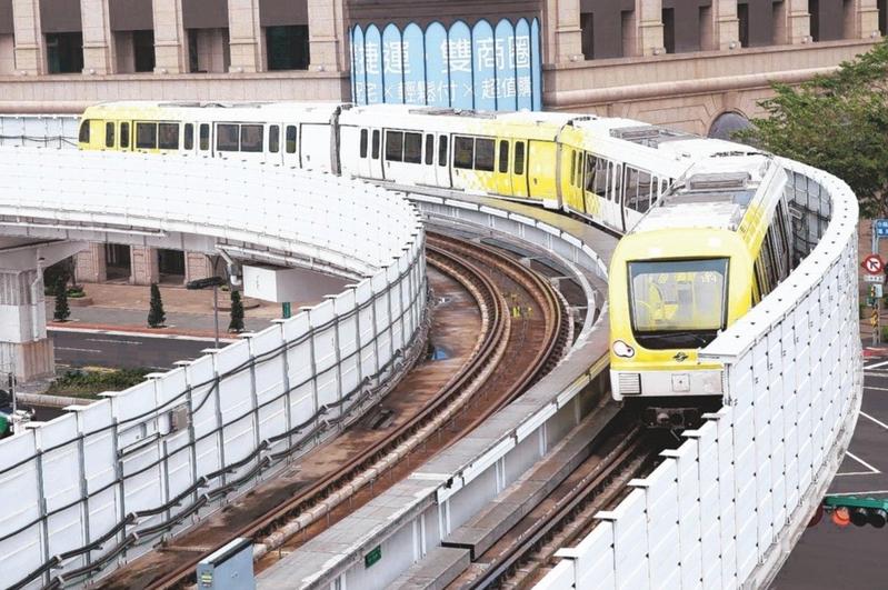 捷運環狀線上個月正式通車,有網友指出,行駛速度慢加上彎道多,像在搭輕軌一樣。圖/報系資料照片
