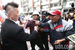 如影隨形 愛台灣聯盟與國民黨保全發生推擠