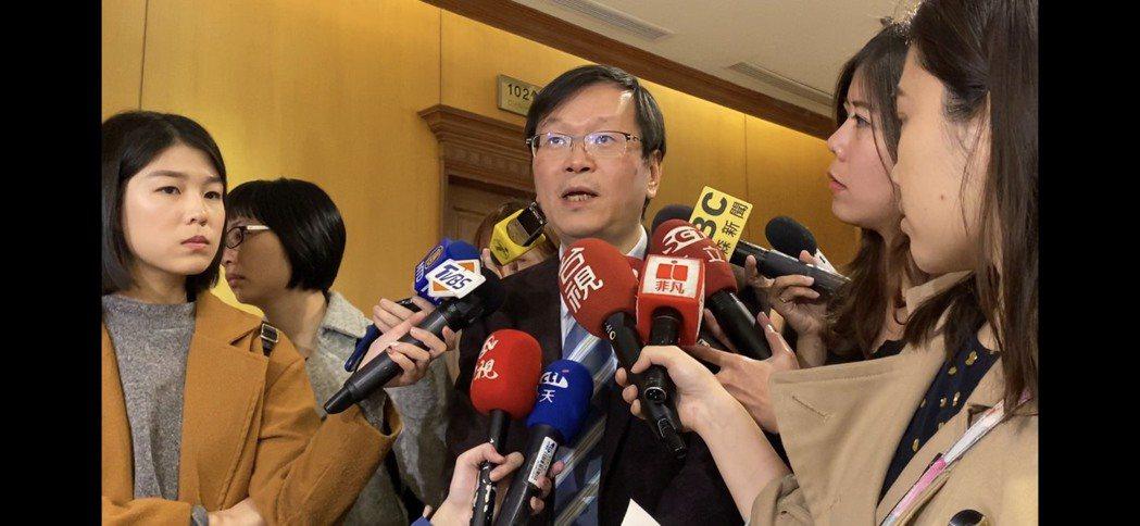 中央流行疫情指揮中心發言人莊人祥表示,台灣首例武漢肺炎個案,目前仍持續治療中,另...