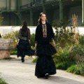 修道院女學生裝扮 香奈兒高訂秀重回奧巴辛的童年時光
