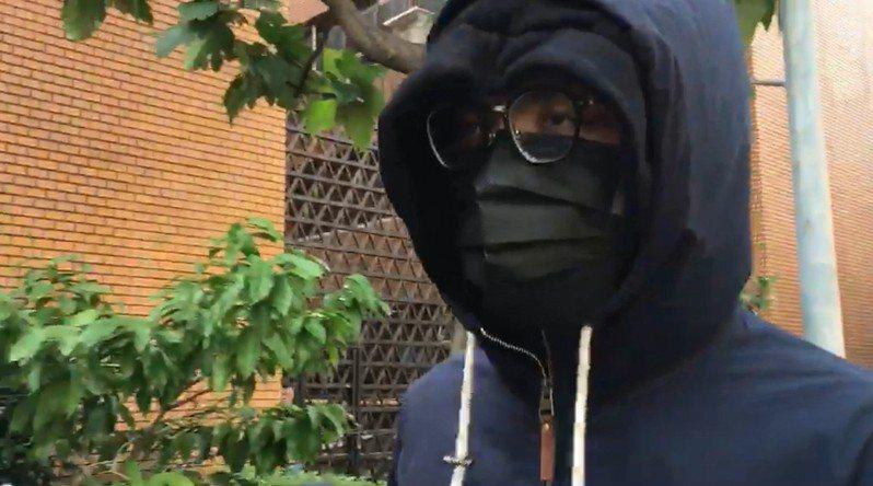 潤寅案共犯王威晨今天出庭聲請解除限制出境。記者王聖藜/攝影
