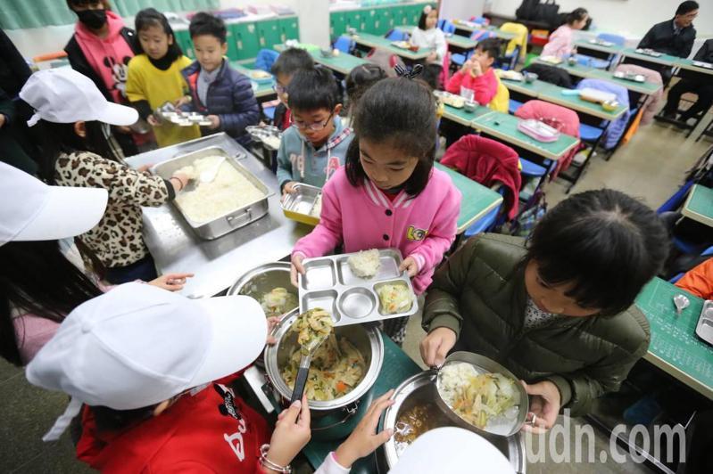 教育部每年補助縣市政府與學校推動健康促進學校計畫經費約4000萬元。報系資料照