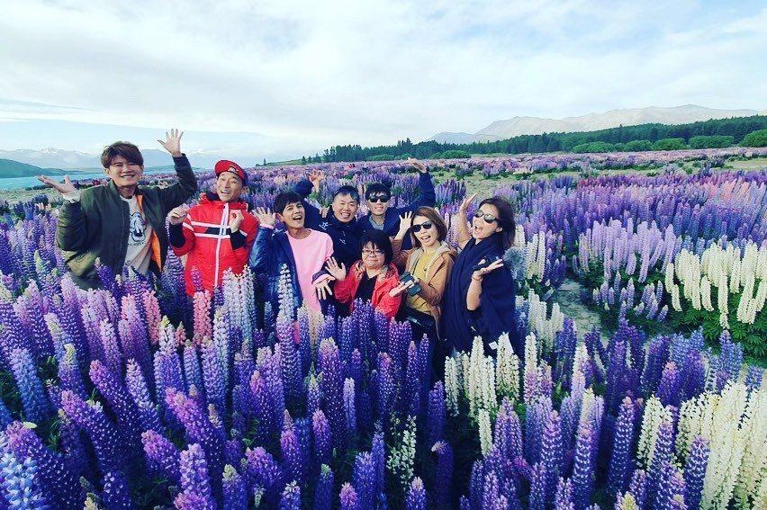 「鬧著玩」8人股東重新齊聚,在紐西蘭的大自然美景中開心繼續玩下去。圖/鬧著玩視界...