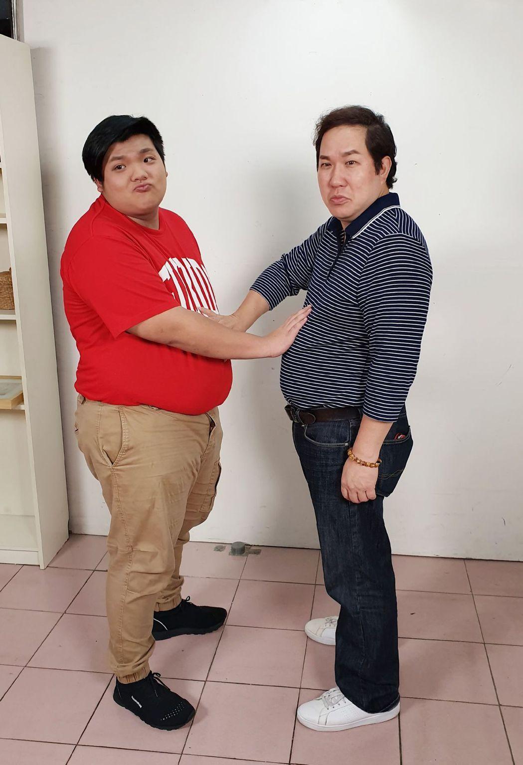 劉爾金和18歲兒子劉旭康之前胖到互摸大肚腩。圖/杰艾恩提供