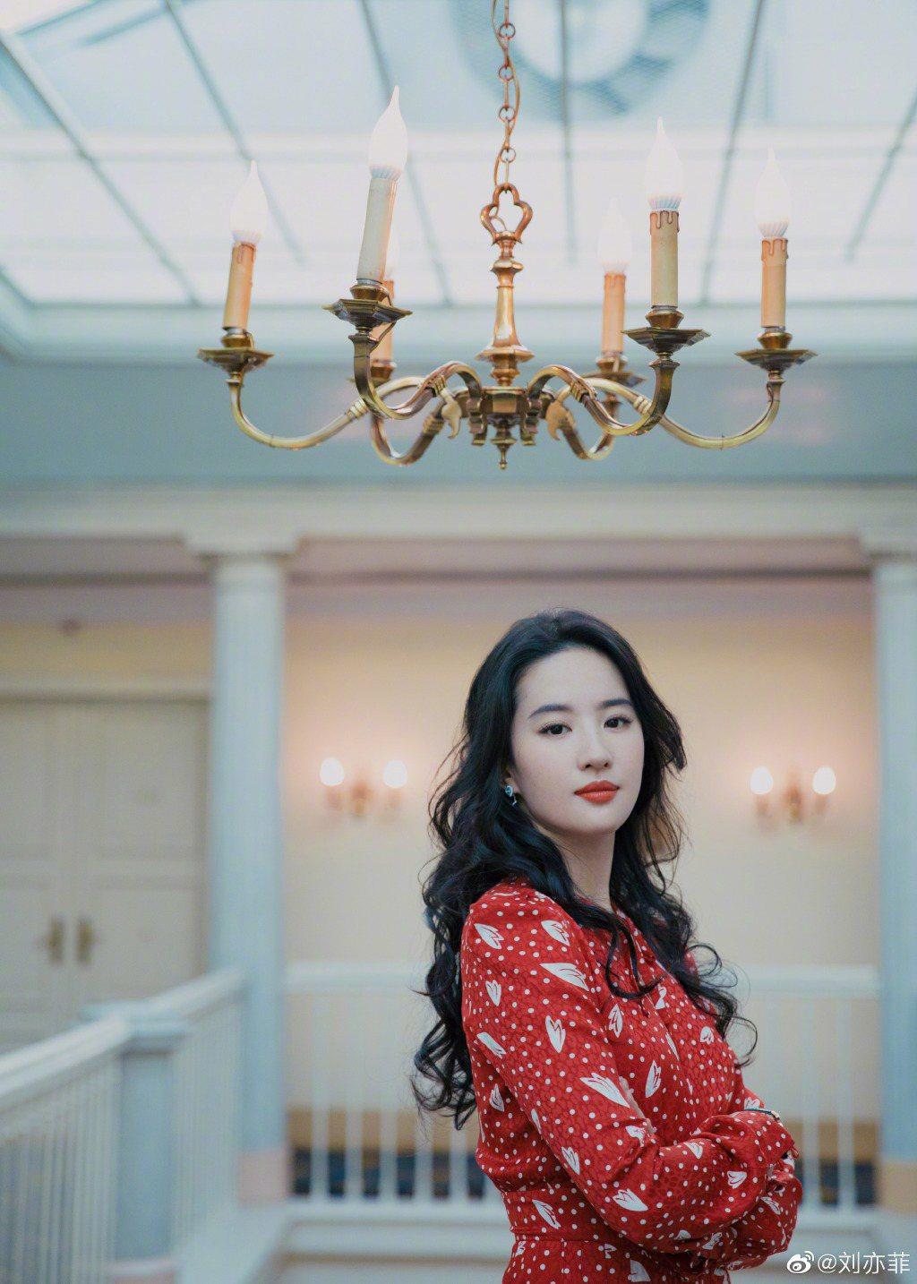 劉亦菲氣質清新脫俗,有「神仙姐姐」封號。圖/摘自微博