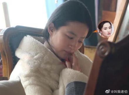 劉亦菲素顏出現在咖啡廳。圖/摘自微博