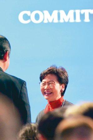 香港特首林鄭月娥(圖)昨在瑞士達沃斯受訪表示,大陸國家主席習近平曾經三次作出保證...