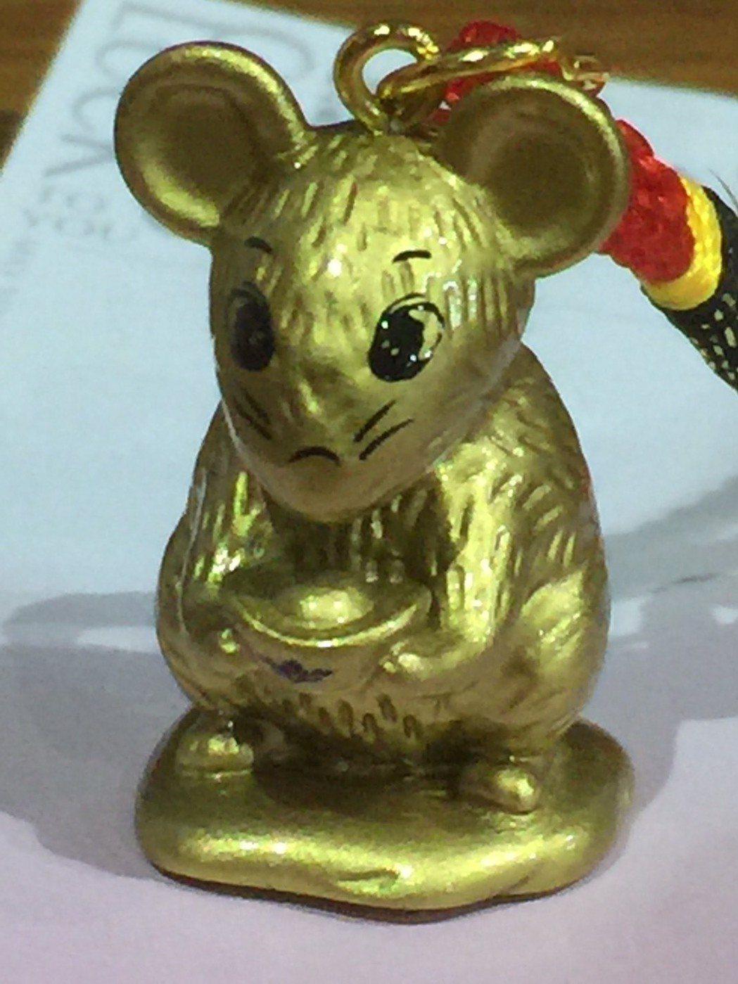 位在台南市中西區的祀典大天后宮,今年準備200組「金鼠公仔」要送給搶頭香的信眾。...