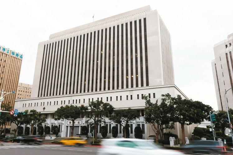 中央銀行。本報資料照片