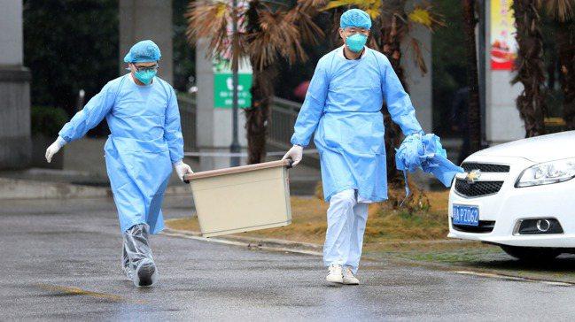 市場策略師說,武漢肺炎爆發與擴散恐重創全球經濟與市場。路透
