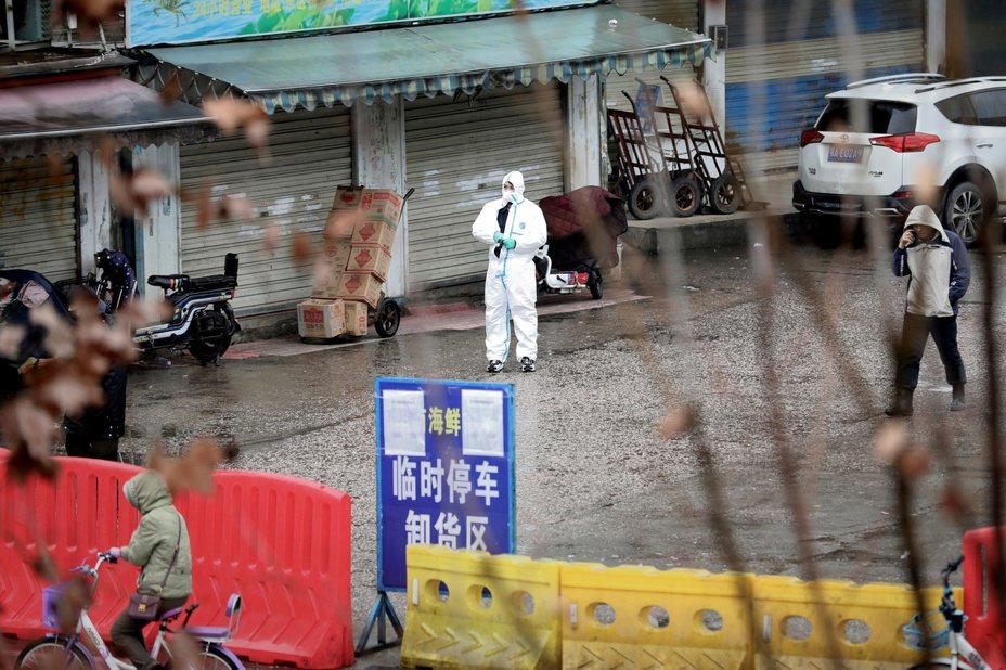 武漢肺炎疫情持續擴散,英國研究機構報告推估,武漢一地可能已有4000人感染。 路透社