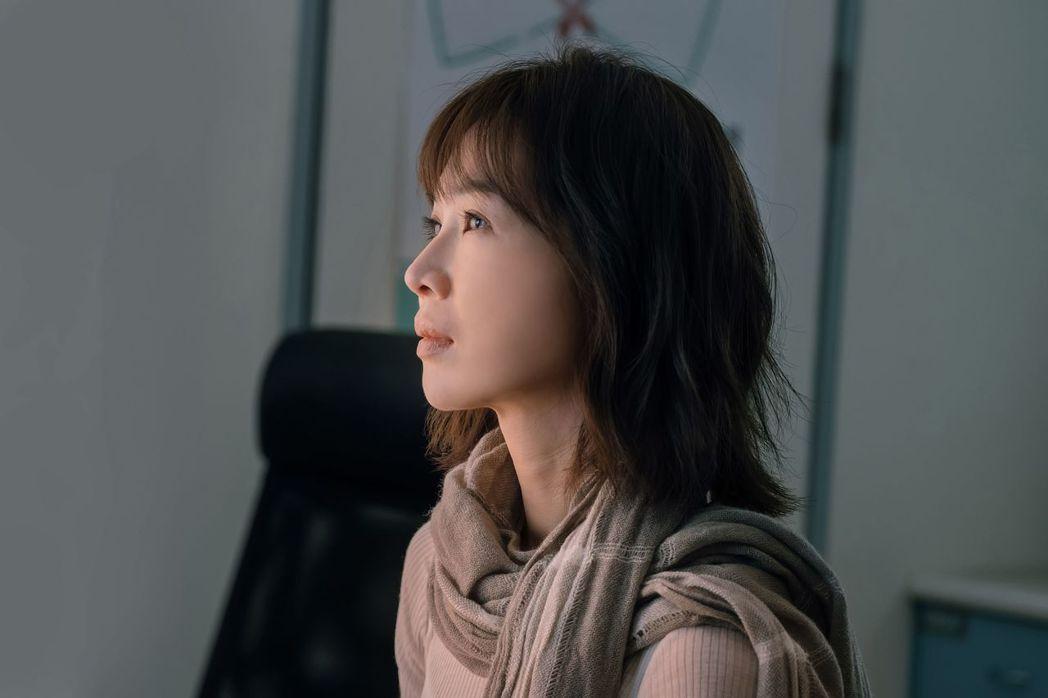 謝盈萱在「孤味」扮演大姊。圖/威視提供