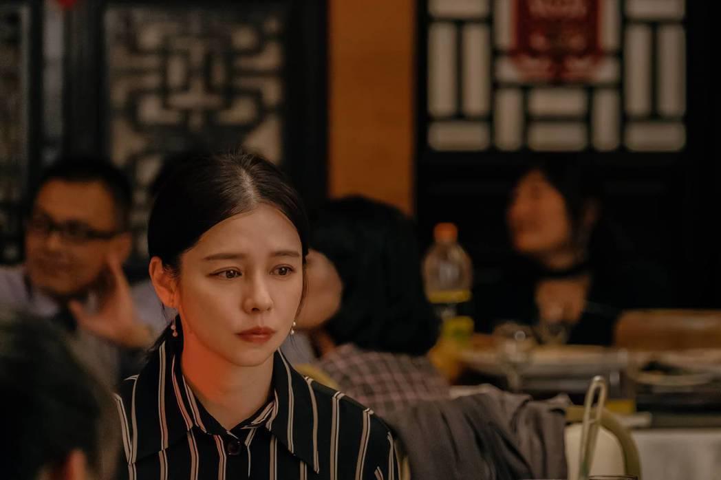 徐若瑄在「孤味」扮演家中的二女兒。圖/威視提供