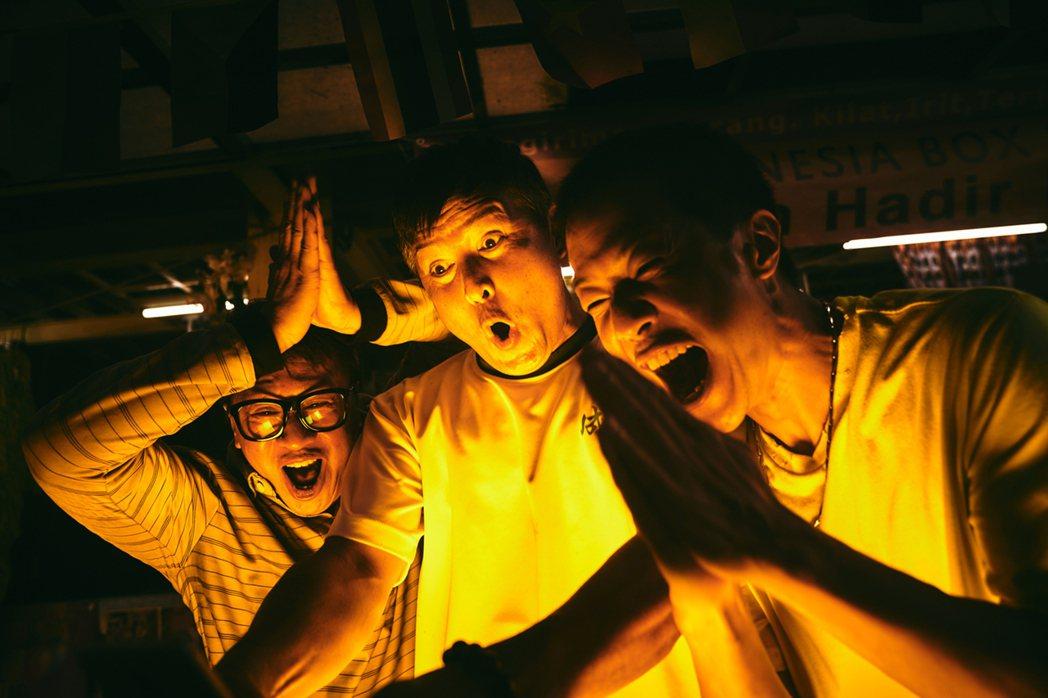 游安順(左起)、李銘順、薛仕凌化身「噗嚨共工地三寶」。圖/大慕影藝提供