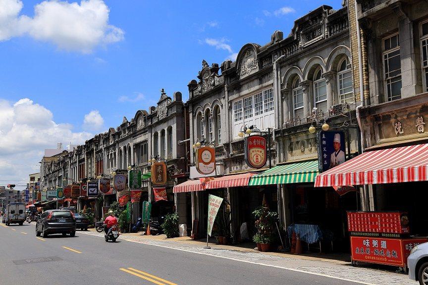 新化年貨大街是過年採買年貨的好去處。圖/台南市觀光旅遊局提供