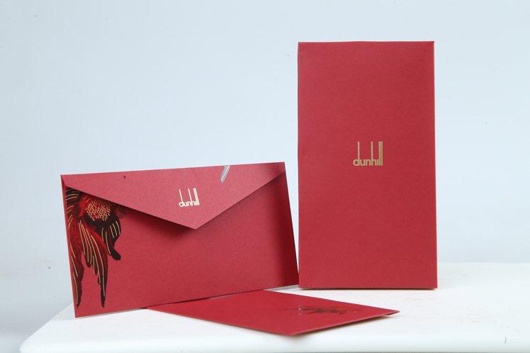 雖然今年是金鼠年,不過針對華人的新年,dunhill另有打造了以「金魚」為主題的...