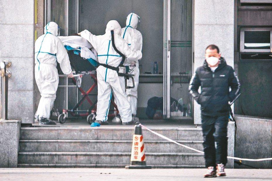新型冠狀病毒感染的肺炎病例集中在湖北武漢市金銀潭醫院接受治療,感染規模恐遠大於官方報導。圖/法新社