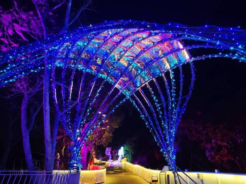 台中市客委會在后里主展區「花花步道」建置「漫遊客家庄燈區」。圖/台中市政府提供