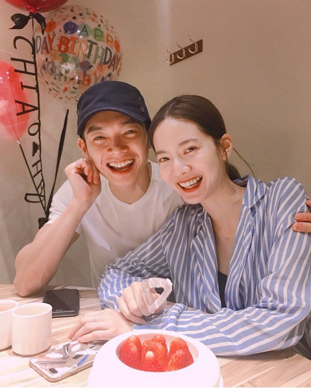 曾之喬(右)與辰亦儒宣布結婚。圖/截圖自IG