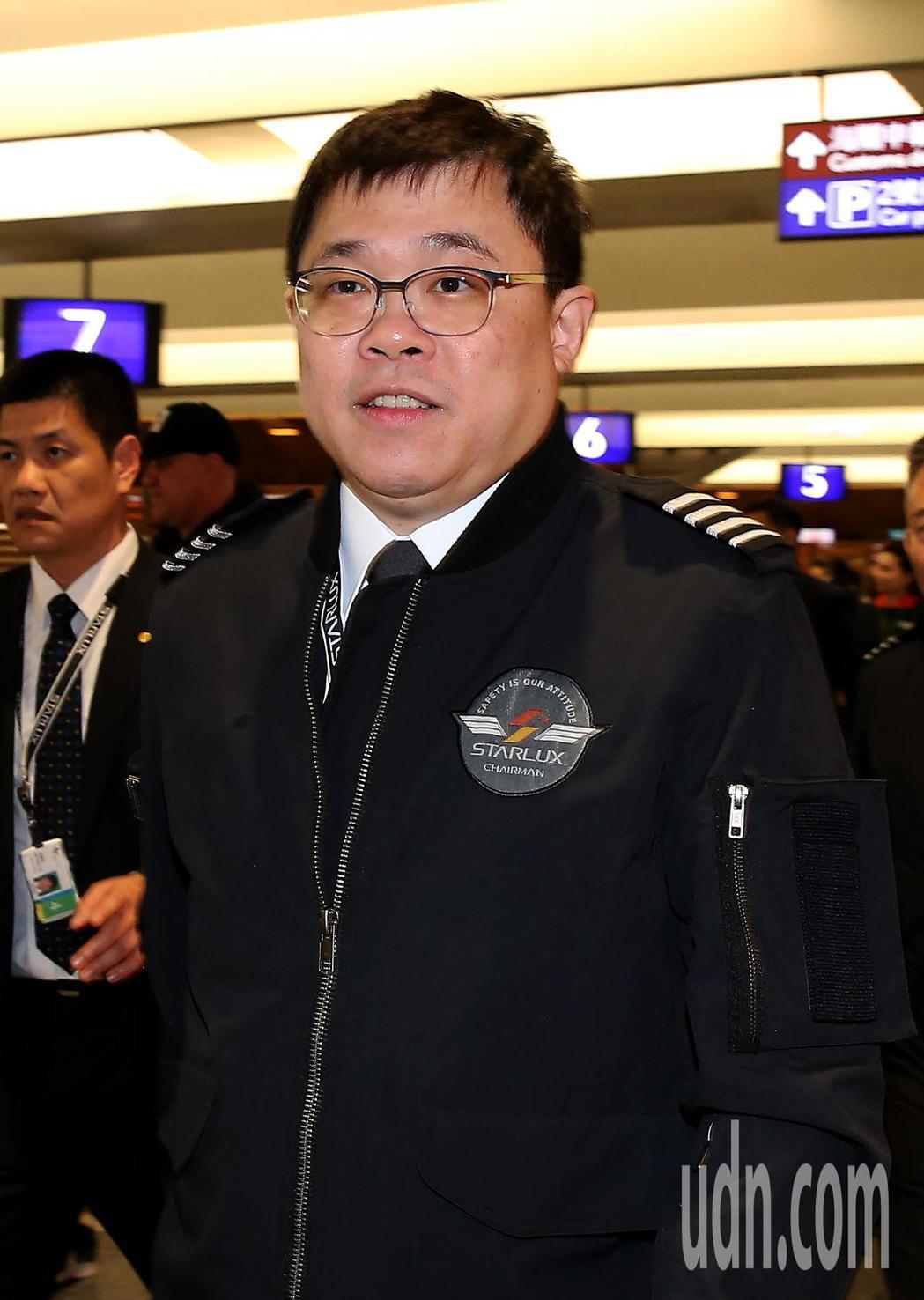 星宇航空公司23日首航,董事長張國煒(如圖)上午完成首航3箭的剪綵儀式後,中午變...