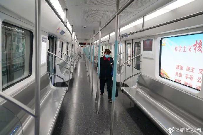 地鐵內已空蕩蕩。圖/取自新華視點