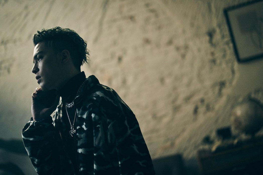 J.Sheon新歌「慢走不送」MV將於除夕登場。圖/索尼音樂