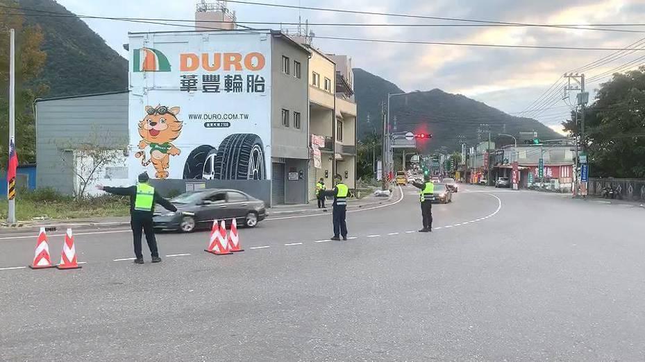 蘇花改到了下午的交通一路順暢,宜蘭警方把南下車輛集中在一個車道,避免有人亂插隊。圖/警方提供
