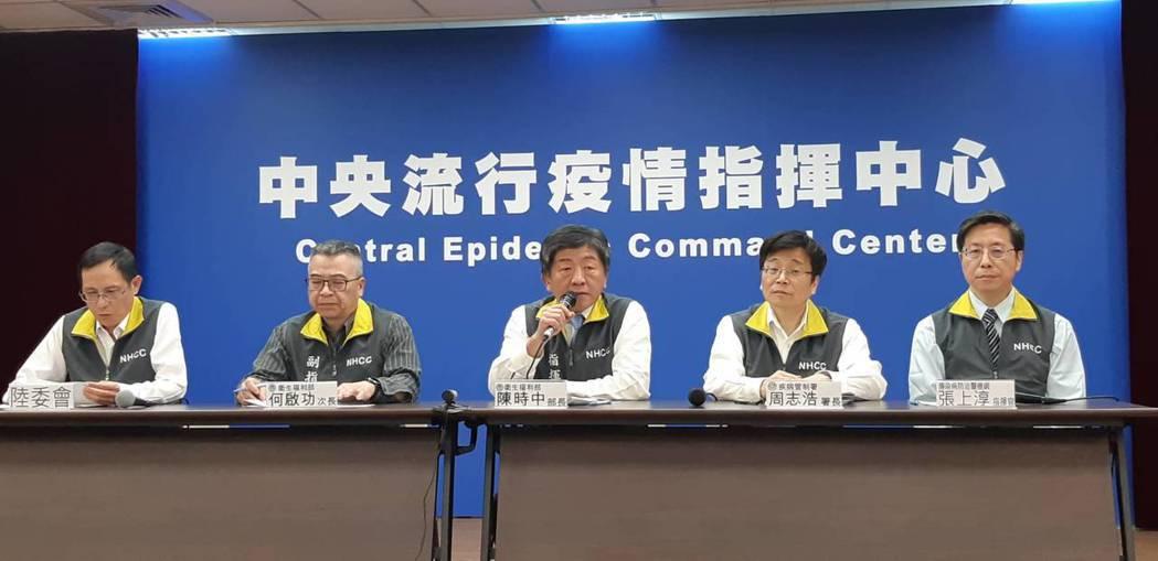 中央流行疫情指揮中心宣布23日起疫情等級提升至第二級。記者邱宜君/攝影