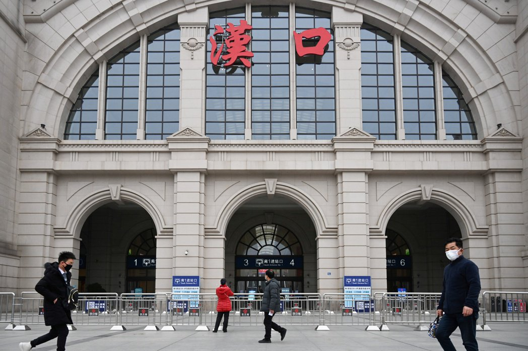 大陸武漢的漢口火車站廿三日已關閉。路透