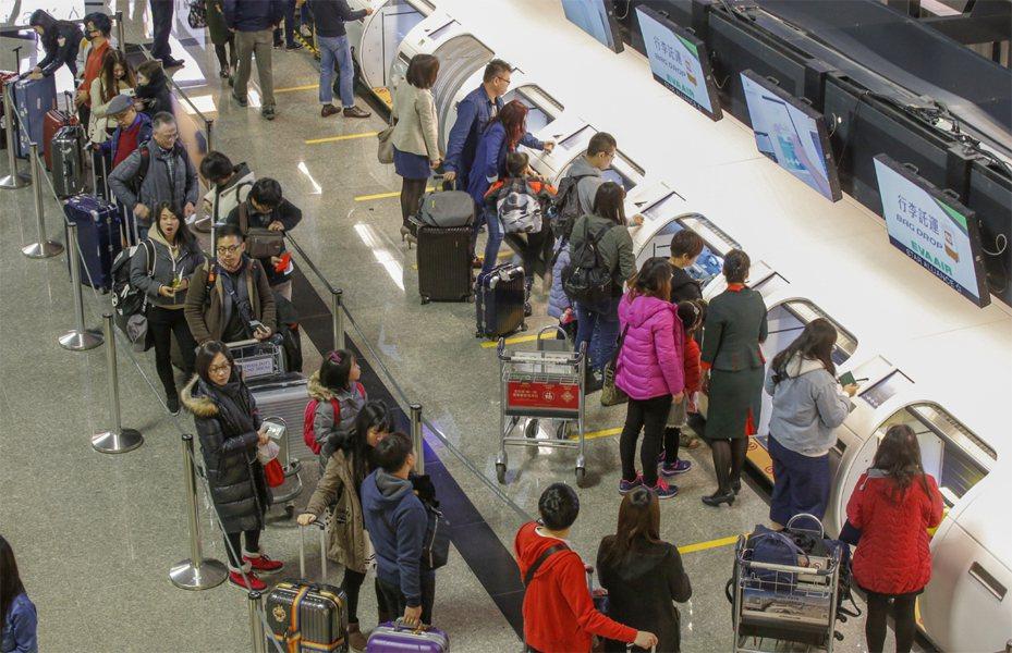 武漢肺炎疫情失控,大陸多個省市已經淪陷,交通部將宣布台灣團客將不得再去大陸任何城市,港澳不受影響。聯合報系資料照