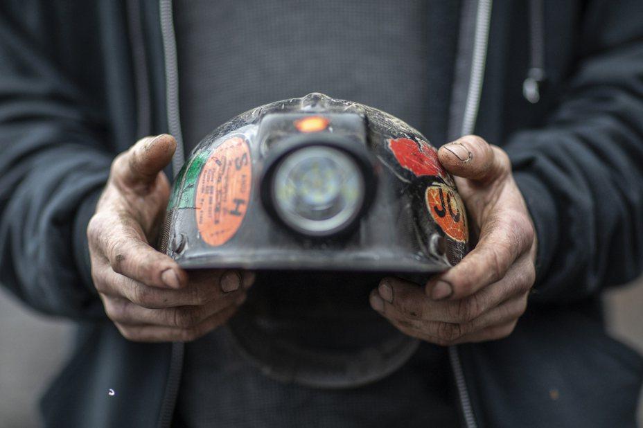聯邦疾病防治中心最新報告顯示,全美的自殺率20年內飆升了40%,其中又以包括礦工在內的藍領階層職工風險最大。(美聯社)