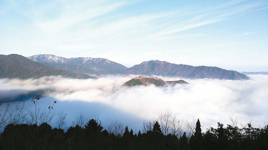 立雲峽的山頂處可眺望竹田城跡。 記者楊德宜/攝影
