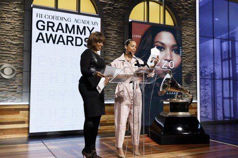 象徵美國音樂殿堂最高榮譽的葛萊美獎(Grammy Awards)入圍名單被控受人幕後操縱,主辦單位今天否認指控,說這「絕對是虛假且具誤導性」的說法。路透社報導,美國錄音學院(Recording Ac...