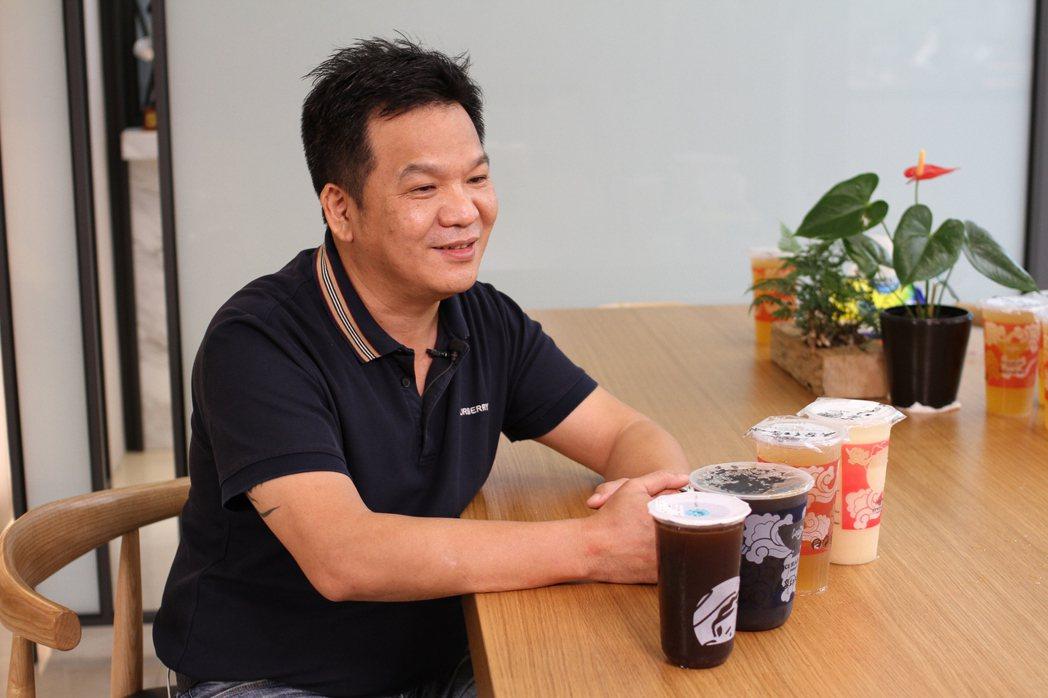 吳隆中一度創業失敗負債上千萬,最後靠著紅茶冰翻身,更將台灣古早味飲料拓展到越南。...