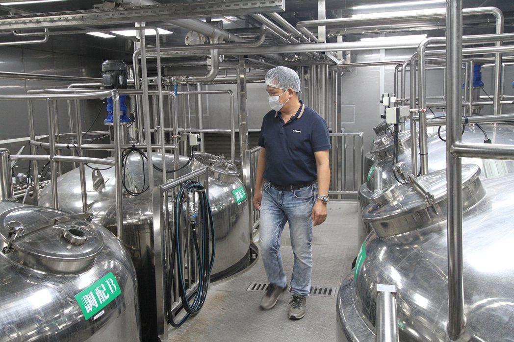吳家紅茶冰斥資3億建立嶄新的中央工廠,用標準化製程管控風味與品質。 吳家紅茶冰/...