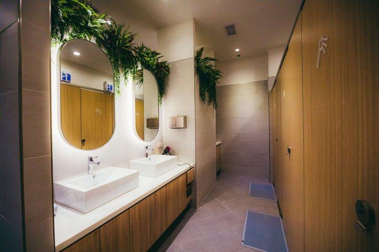 町・草休行館的共用衛浴。圖/摘自町・草休行館臉書