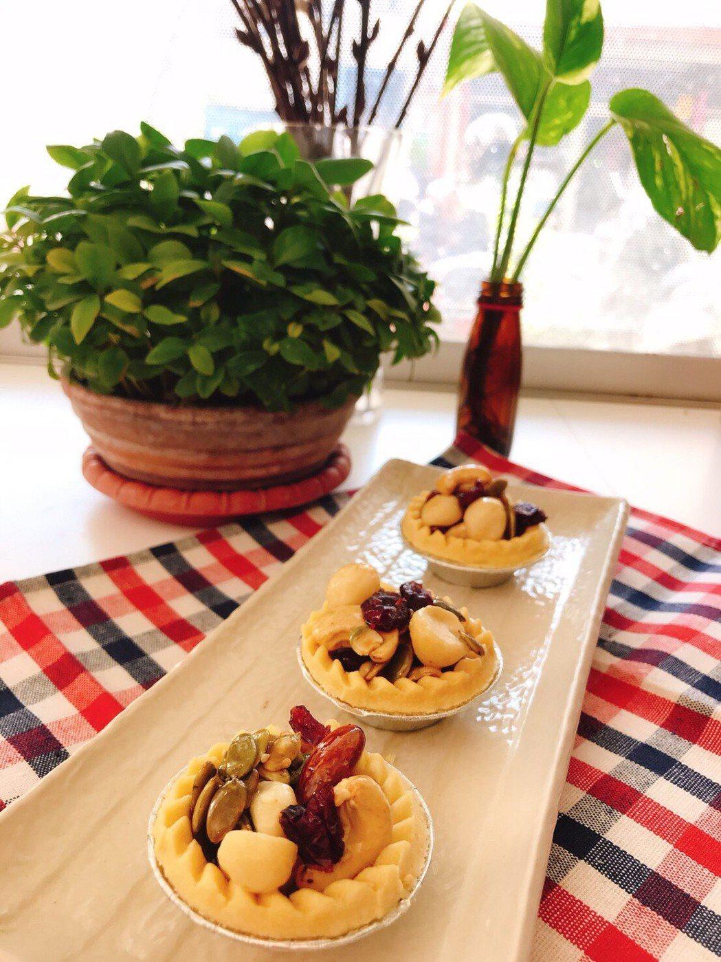 蜜汁糖衣調味的堅果點心容易吃進較多的精緻糖及額外熱量,以蜜汁腰果為例,每5粒腰果...