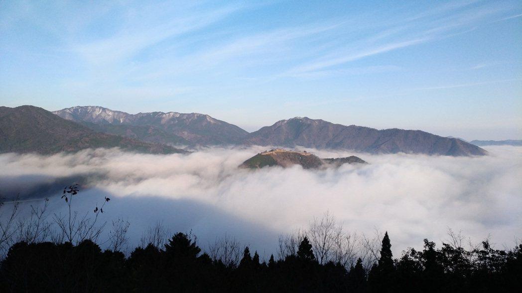 立雲峽的山頂處可眺望竹田城跡。記者楊德宜/攝影