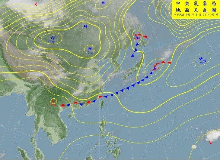 現在鋒面就在台灣附近,北面冷空氣勢力強大,但是還沒有明顯往南推的趨勢,所以畫上滯留鋒的符號。圖/取自氣象局網站
