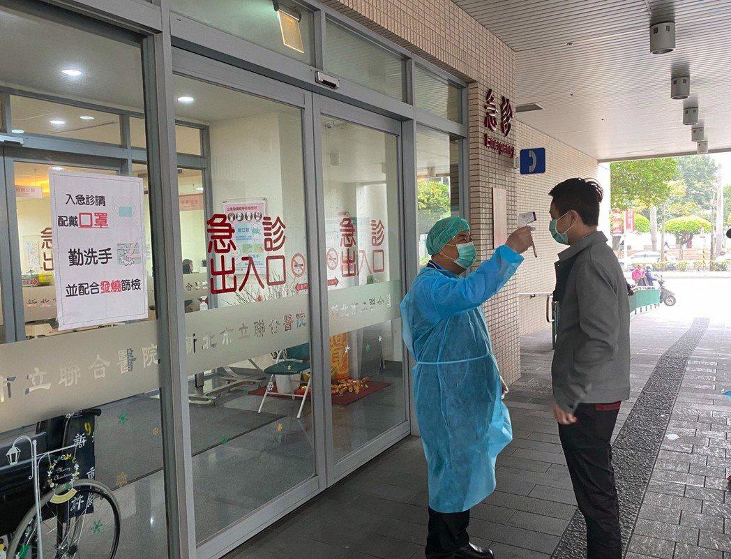 因應武漢肺炎疫情持續,新北市衛生局要求轄內17家急救責任醫院加強緊急醫療應變作為...