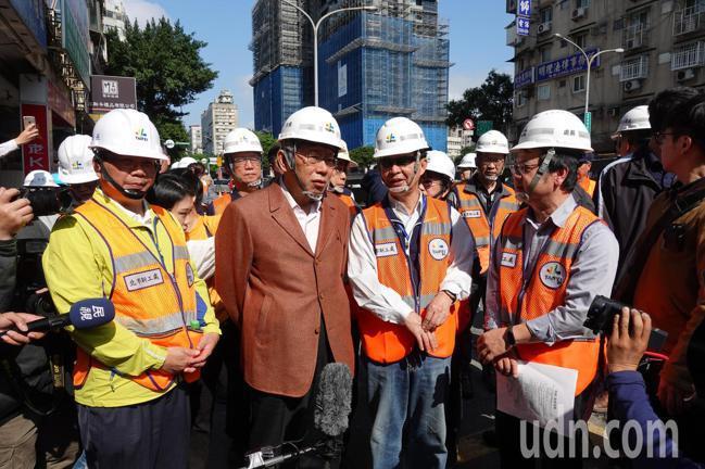 台北市長柯文哲今上午前往會勘,再度重申,一年當中只有這個時間有辦法封橋,其他時間...