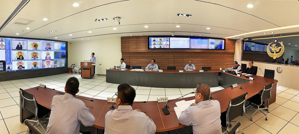 海巡署署長陳國恩今上午與各分署留守的主管人員宣導防疫工作。圖/海巡署提供。