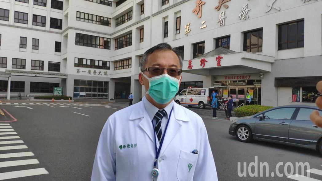 奇美醫學中心醫務秘書陳奇祥說明防疫作業。記者謝進盛/攝影