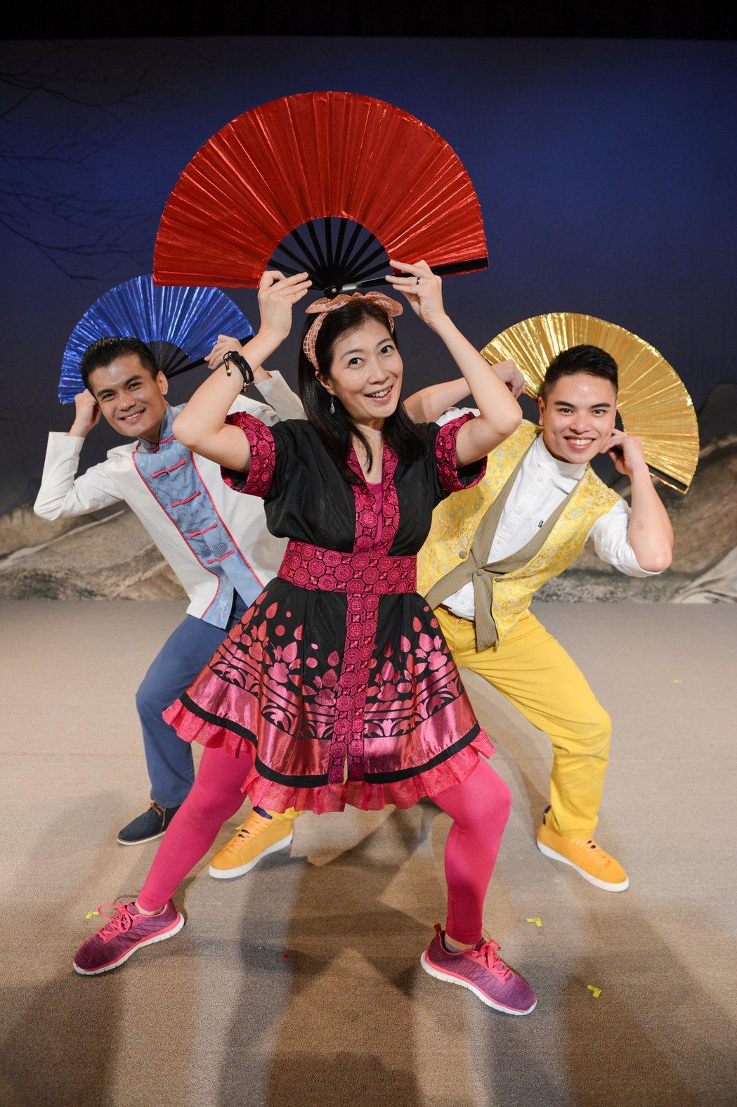 《3個諸葛亮》舞台劇由編導黃致凱,藉由改編「嫦娥奔月」、「牛郎織女」、「梁祝」、