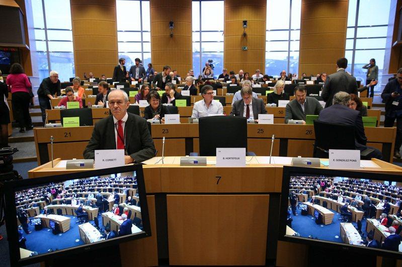 歐洲議會23日通過英國脫歐協議。(新華社)