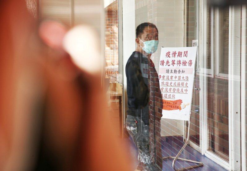 昨天台北市立聯合醫院中興院區已實施民眾進入醫院須配戴口罩。記者曾原信/攝影