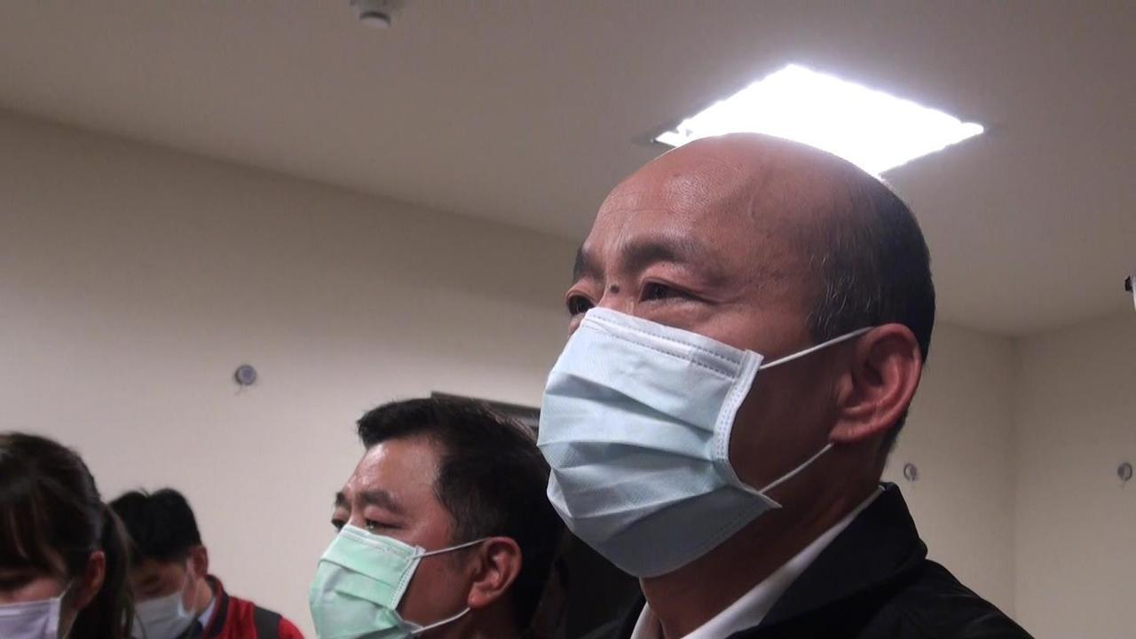 高雄市長韓國瑜(右)宣布針對武漢肺炎的防疫,高雄市提升為一級開設。記者楊濡嘉/攝...