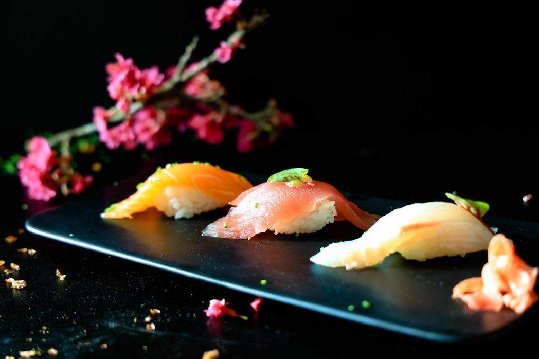櫻鯛握壽司;春季甘美的櫻鯛,肉質甜美、色澤粉嫩。日月潭涵碧樓酒店/提供